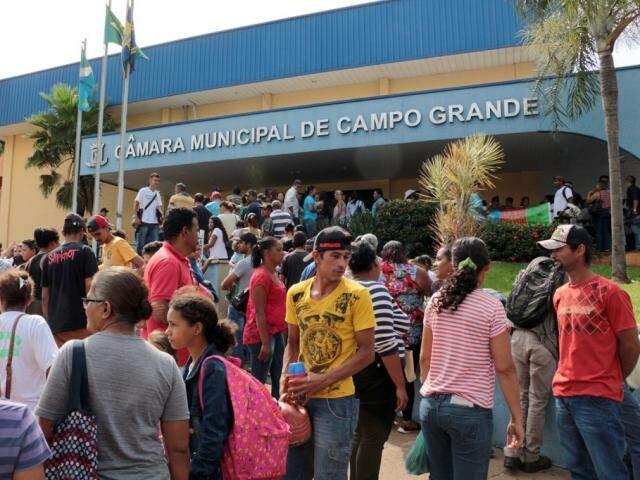 Famílias do Jardim Samambaia lotaram a Câmara de Vereadores em novembro (Foto: Izaias Medeiros/CMCG)