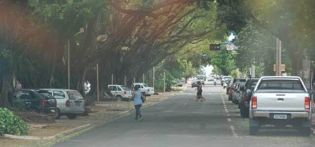 """Em pleno horário do """"rush"""", trânsito na avenida Mato Grosso segue tranquilo. (Foto: Elverson Cardozo)"""