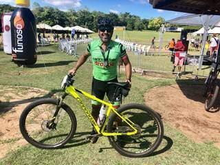 Neto Canuto, de Campo Grande, comemorou o primeiro lugar lugar na classificação geral do MTB Turismo (Foto: Assessoria/Divulgação)