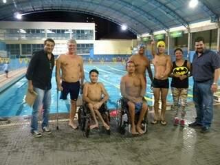 O presidente do Rádio Clube, Othon  Barbosa (primeira à esquerda), no lançamento da equipe de natação paraolímpica na noite desta segunda-feira (Foto: Divulgação)