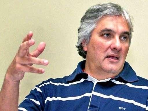 Delcídio ganha direito de resposta em jornal por matéria da CPI da Petrobras