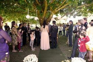 Na chácara da família, casamento foi realizado entre familiares e amigos. (Foto: Renan Kubota)
