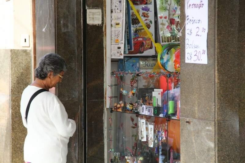 Poder de compra do consumidor caiu em 2015, aumentando a inadimplência em Campo Grande. (Foto: Marcos Ermínio)