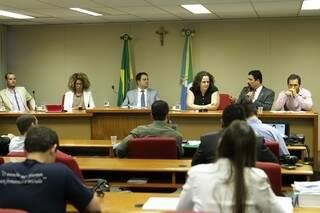 Caravana reuniu na AL-MS (Assembleia Legislativa de MS diversas autoridades. (Fotos: Marco Miatelo)