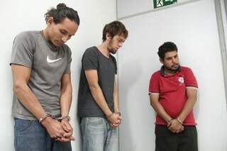 Pela ordem, Anderson, Luís e Ronaldo passaram por audiência de custódia, na manhã desta quinta-feira (Foto: Marcos Ermínio)
