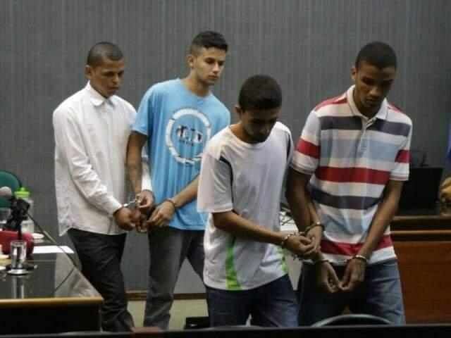 Lucas Carmona (camisa branca) deu detalhes do crime em depoimento. (Foto: Fernando Nascimento/Arquivo)
