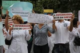 Enfermeiros estão em greve desde 20 de junho. (Foto: Marcos Ermínio)