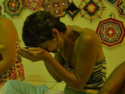 Suzi descobriu o yoga nos anos 90 e abre as portas da casa para celebrar Ganesha  (Foto: Naiane Mesquita)
