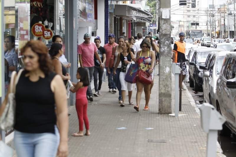 Lojas do Centro estão cheias, mas pico de movimento aconteceu ontem (Foto: Cléber Gellio)