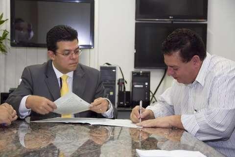 Após 24 anos, Prefeitura regulariza terreno para União das Câmaras de Vereadores