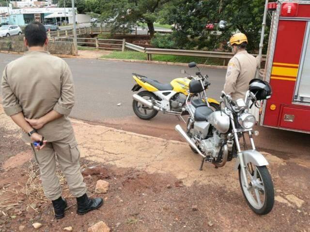 Motos envolvidas na colisão (Foto: Fernando Antunes)