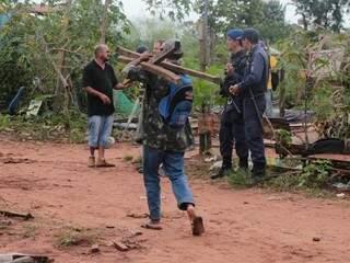 Solteiros afirmam que não tem para onde ir (Foto: Marcos Ermínio)