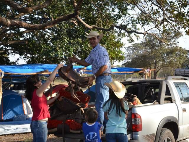 Ao longo desta quinta-feira, chegaram cavaleiros e mais cavaleiros vindos de todo Mato Grosso do Sul e até de fora.