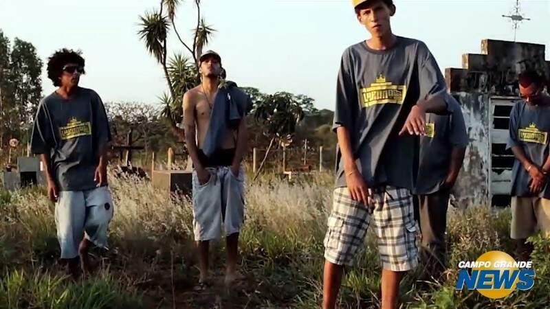 No bairro dos 'mil pecados', rap é alerta contra violência banal