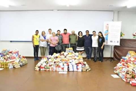 Fundação Manoel de Barros arrecada e doa 3,6 toneladas de alimentos