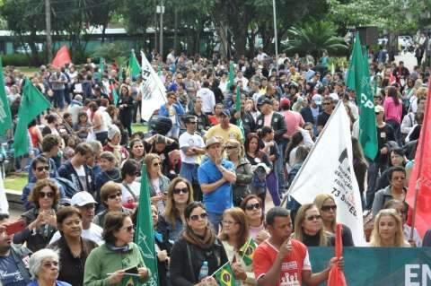 Manifestação de professores em greve e alunos reúne 3,9 mil no Centro