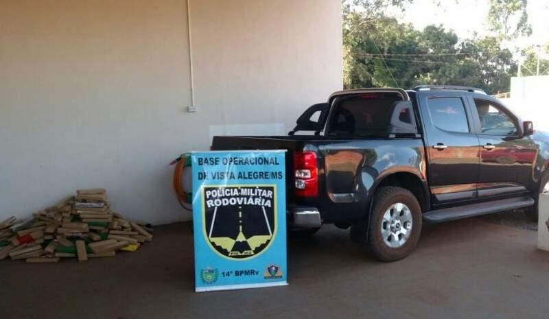A droga estava escondida no fundo falso da camionete. (Foto: Divulgação Policia Militar)