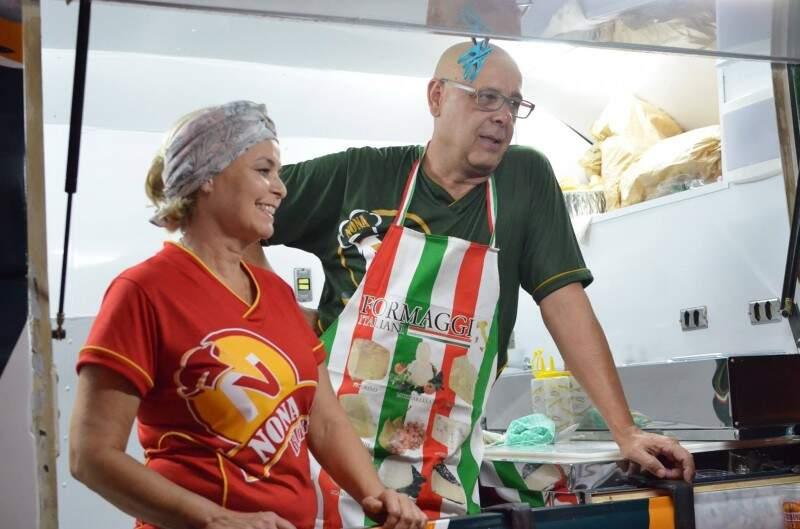 Rosângela e Luiz Fernando gostam de trabalhar com comida e com o público. (Foto: Vanessa Tamires)