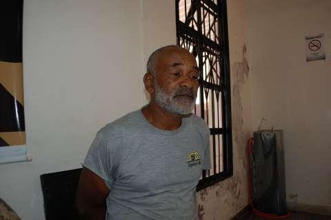 """Pedreiro nega cárcere e diz que mulher levava tombos """"ao lavar a casa"""""""