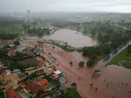 Vídeos mostram estragos causados pela chuva em Campo Grande