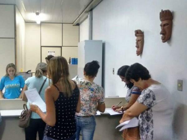 Educadores protocolaram requerimento sobre cálculo do 13º (Foto: Gracindo Ramos/Divulgação)