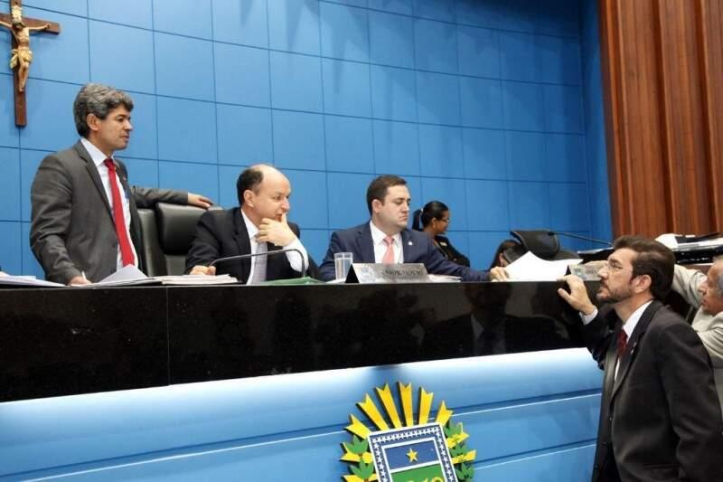 Deputados apresentaram emenda para adequar projeto do governo (Foto: Roberto Higa/ALMS)