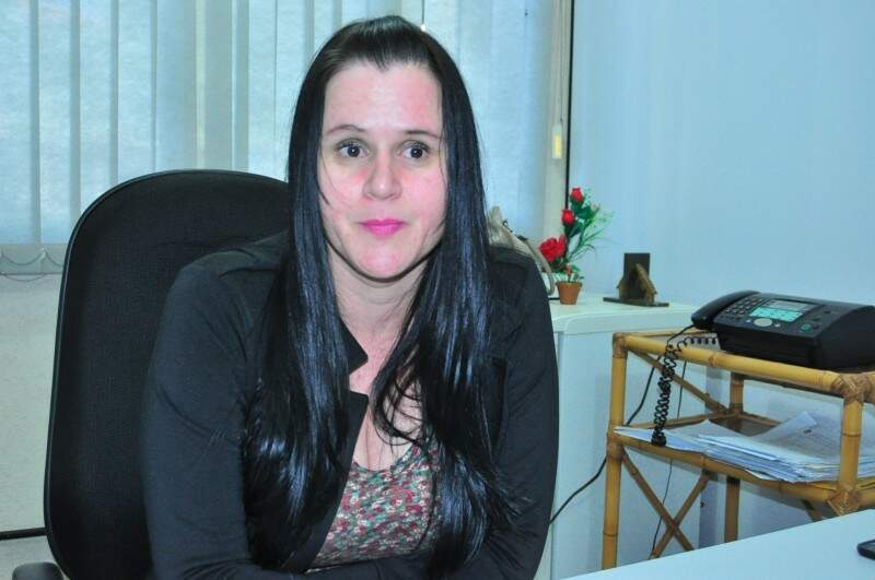 A delegada Andreia Alves Pereira, da 2ª DP, investiga morte de Thiago Barros, ocorrida em presídio de Dourados (Foto: Eliel Oliveira)