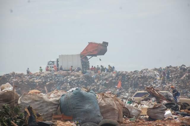 Lixão em Campo Grande. Na Capital do Estado, aterro sanitário está em implantação. (Foto: Pedro Peralta)