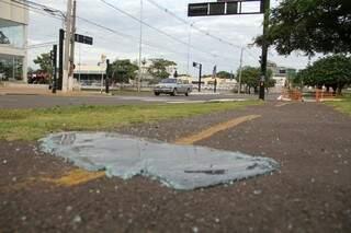 Acidente foi no cruzamento da Afonso Pena com Ernesto Geisel. (Foto: Marcos Ermínio)
