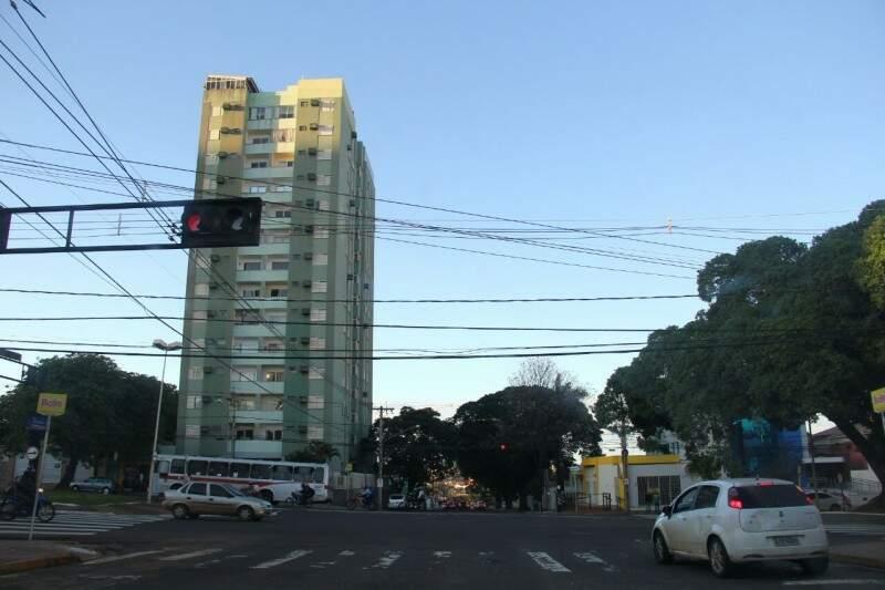 O dia amanheceu com céu claro e temperatura agradável em Campo Grande. (Foto: Marcos Ermínio)