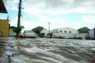 Água tomou conta das vias. Foto: Marcos Ermínio