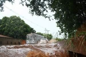 A chuva forte vem atingindo a Capital desde o início da semana. (Foto:Marcos Ermínio)