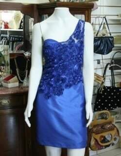 "Vestido azul com renda custa R$ 70,00 na ""Doka"" (Foto: Marcos Ermínio)"