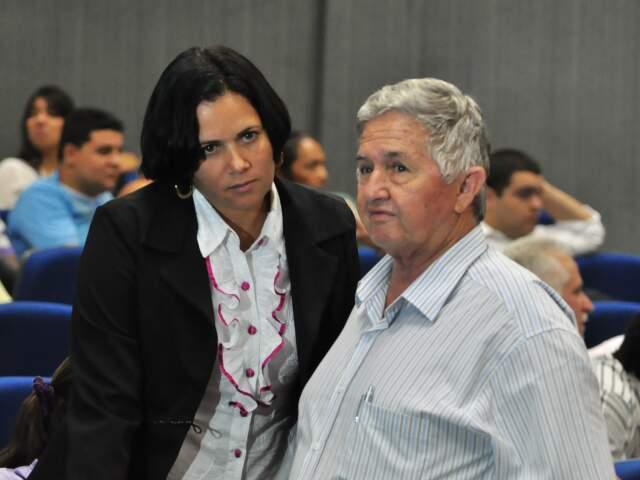 Mulher e pai de vereador morto prestigiam julgamento nesta sexta. (Foto: João Garrigó)
