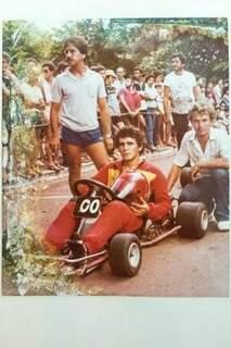 Seu Luiz Válter em uma corrida de kart.