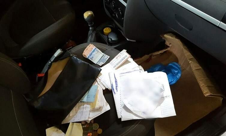 Documentos apreendidos durante operação realizada nesta manhã (24) pela Polícia Federal. (Foto: Divulgação/PF)