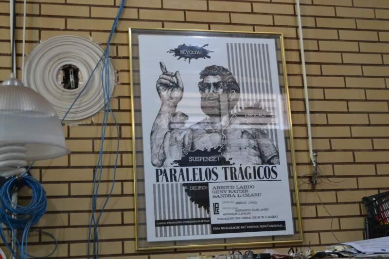 Abboud ainda guarda o cartaz na sala de casa (Foto: Naiane Mesquita)