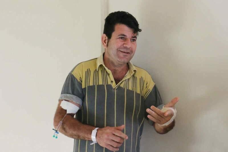 Milton César de Oliveira, 47, comemora a realização da cirurgia ortopédica. (Foto: Divulgação/ Notícias MS)