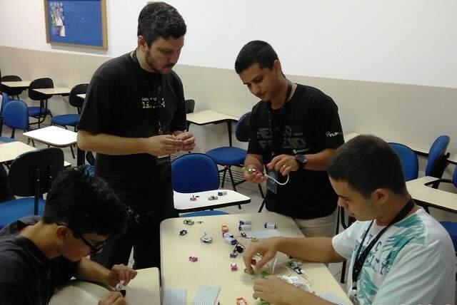 Uma das atrações é a montagem de robô de lego. (Foto: Divulgação)
