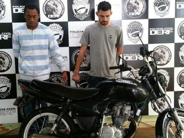 A dupla também era responsável por uma série de roubos na região. (Foto: Divulgação Polícia Civil)
