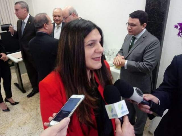 Professora Doutora, Elena Gomes, falou sobre sistema eleitoral argentino (Foto: Leonardo Rocha)