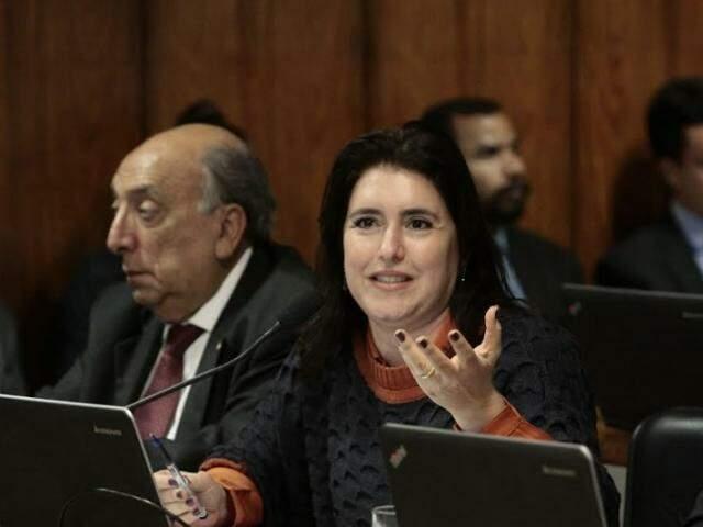 Sentada ao lado de Pedro Chaves (PSC), Simone Tebet critica objetivos da legalização dos jogos de azar (Foto: Divulgação)