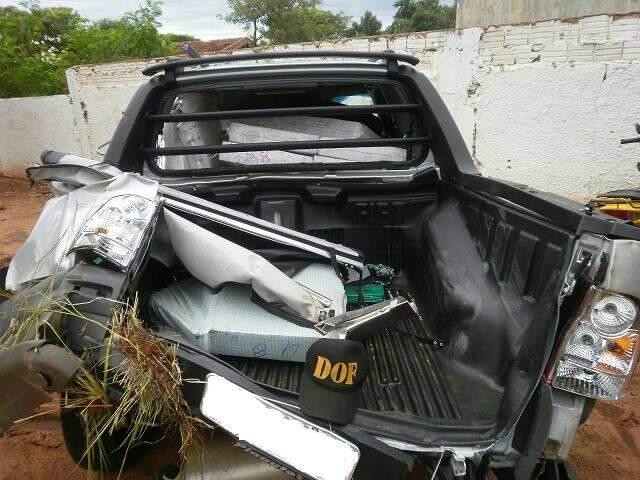 Droga foi encontrada em veículo, que estava tombado fora da pista.