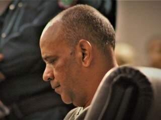 Criminoso durante a sessão de julgamento, nesta sexta-feira. (Foto: Luis Gustavo/Jornal da Nova)