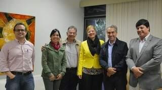 Governador Reinaldo Azambuja com equipe da Saúde do Estado e direção do HU discutem detalhes de projeto. (Foto:Divulgação)