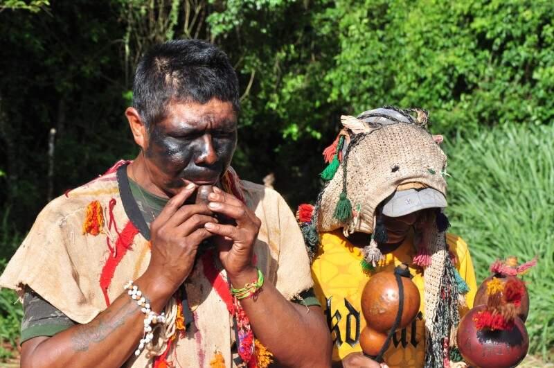 Índios se pintam para lutar pelos seus direitos (Foto:João Carrigó/Arquivo)
