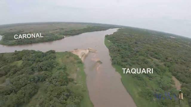Arrombado Caronal no encontro com o Taquari; área onde rio muda de direção. (Foto: Instituto Agwa/Reprodução)