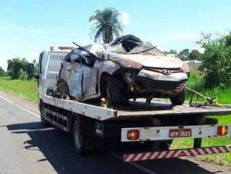 Dois morrem após motorista dormir ao volante e bater carro em árvore