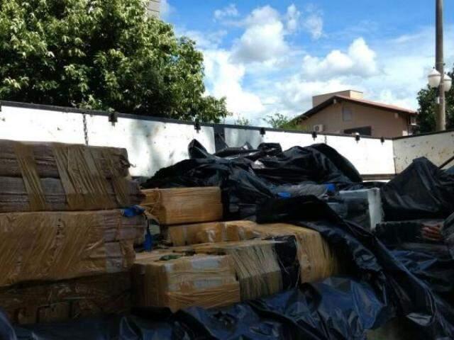 Drogas foram apreendidas após denúncia anônima (Foto: Osvaldo Duarte)