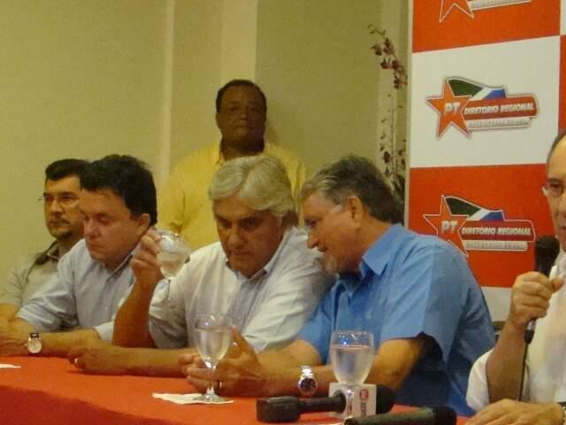 Delcídio e Zeca durante evento do PT. (Foto: Rádio Web MS)